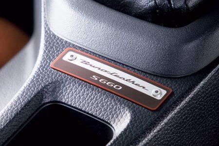 ホンダ S660 α ブルーノレザーエディション(専用アルミ製コンソールプレート)